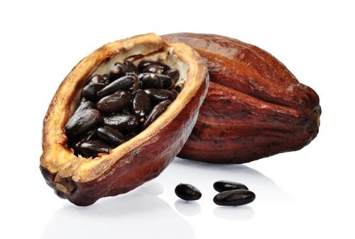 Rå kakao slik bønnene vokser inni kakaofrukten.
